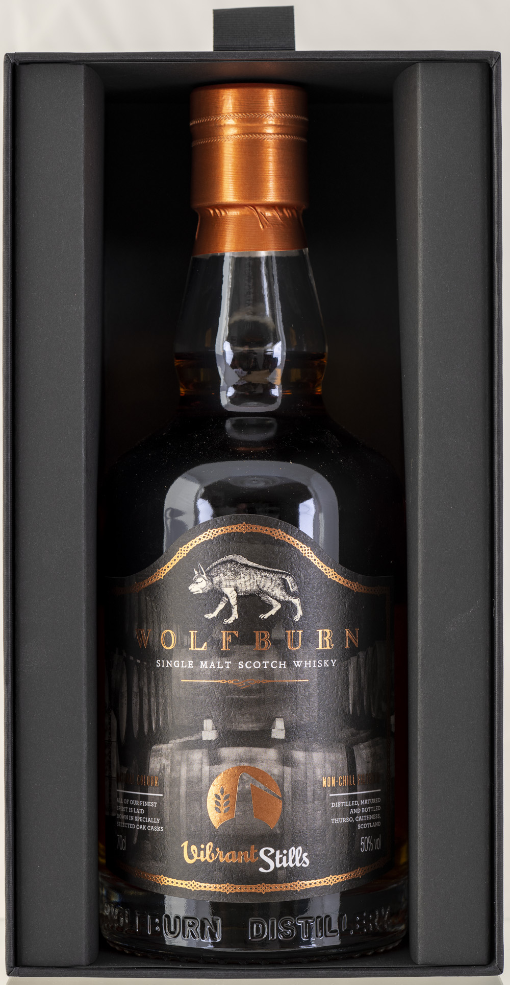 Billede: PHC_2207 - Wolfburn Vibrant Stills 4 years - bottle in box.jpg